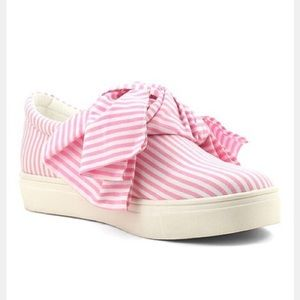 Shoes - Pink and white bow sneakers